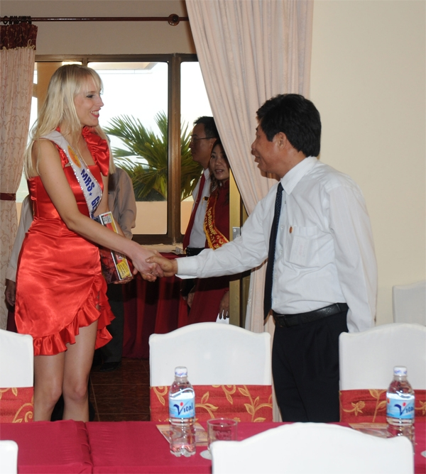 mrs_world_wahl_vietnam_november_2009_20091227_1437956019
